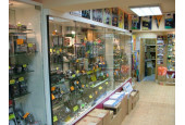 Nous ne disposons pas d'une surface commerciale, mais vous pouvez nous contacter par téléphone ( Le shop en ligne est disponible 24h/24h )